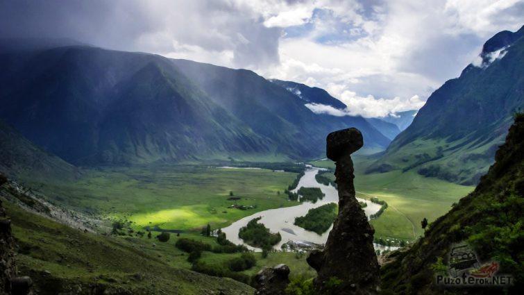 Каменный гриб над Чулышманской долиной