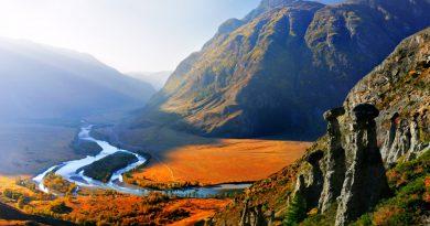 Красочная долина Чулышмана ранней осенью