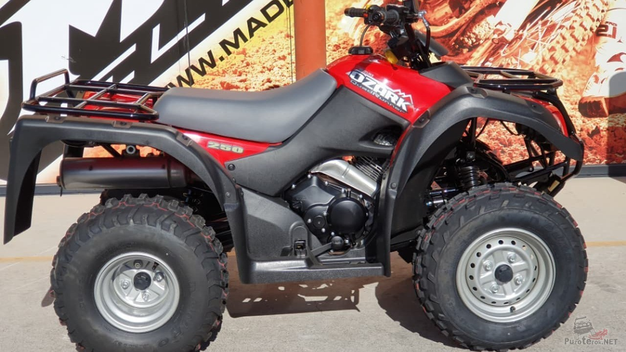 Квадроцикл Suzuki Ozark 250 красного цвета