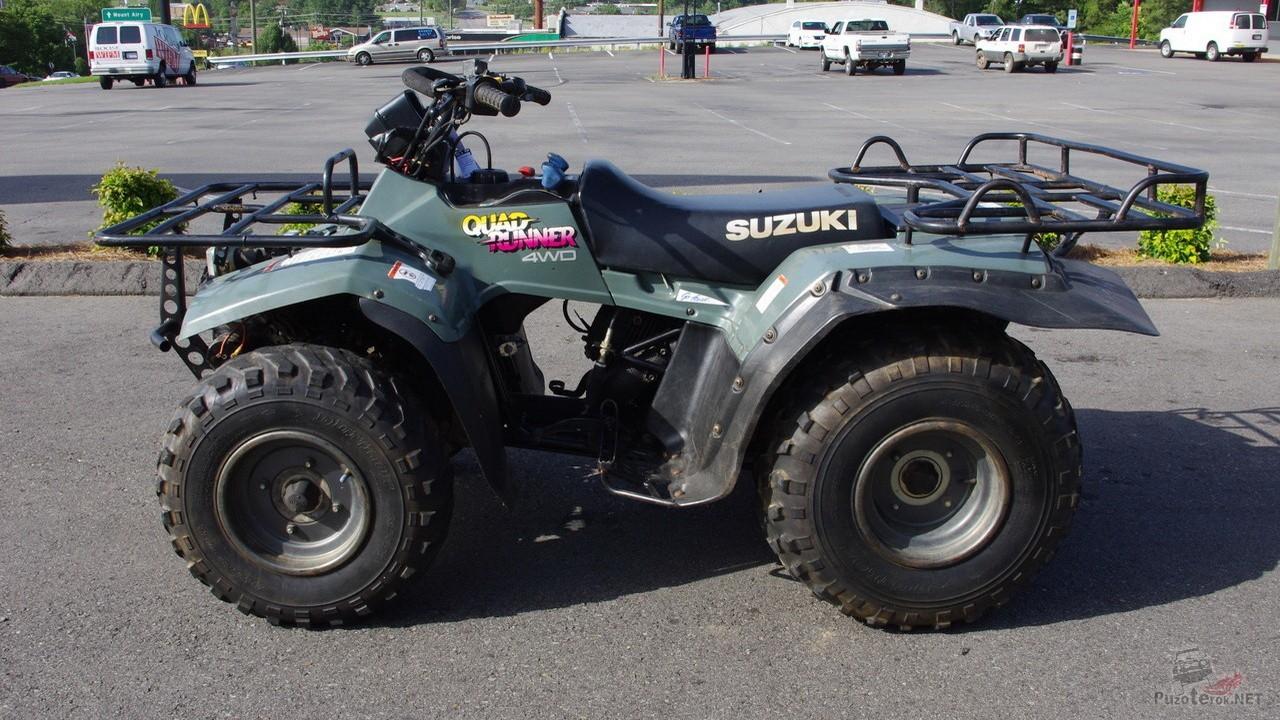 Квадроцикл Suzuki QUADRUNNER F250 на стоянке