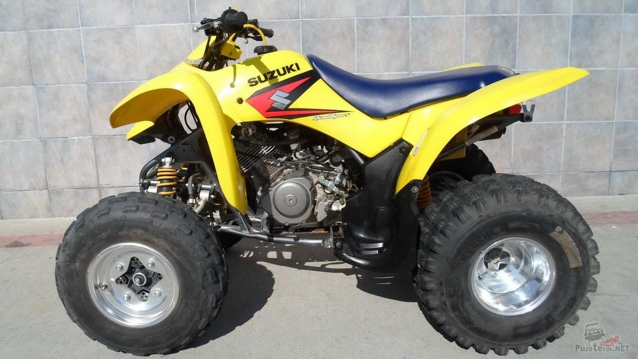 Квадроцикл Сузуки жёлтого цвета