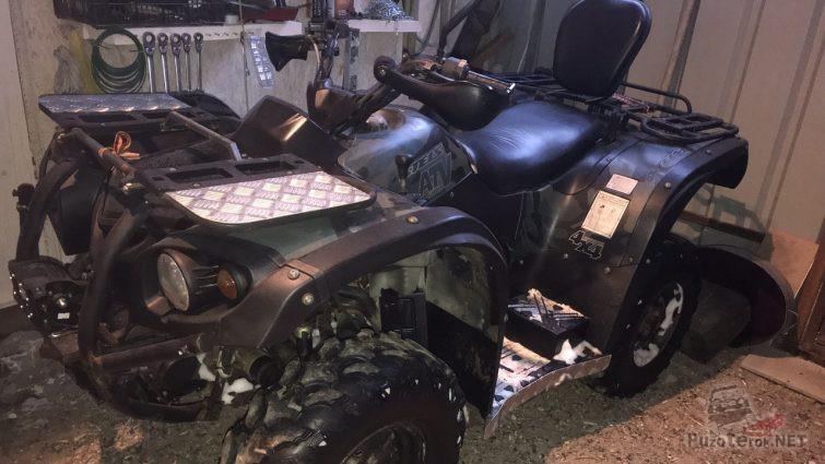 Квадроцикл atv 500 h в гараже