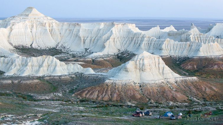 Лагерь автотуристов на горном плато
