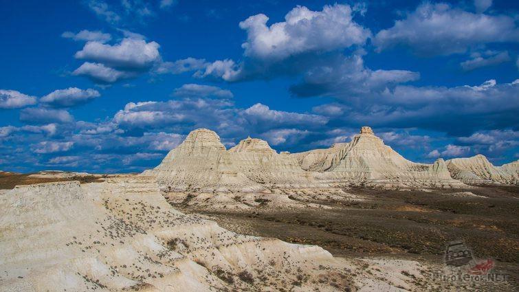 Меловые скалы в казахской степи