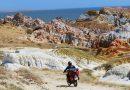 Мотоциклист мчится к озеру Зайсан