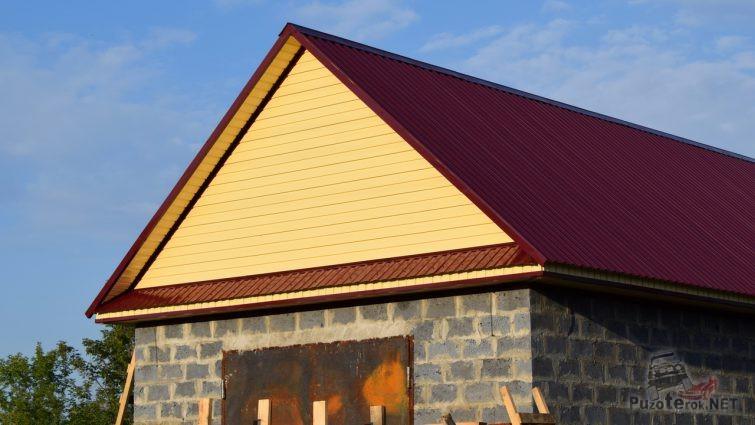Отделка крыши гаража полностью закончена