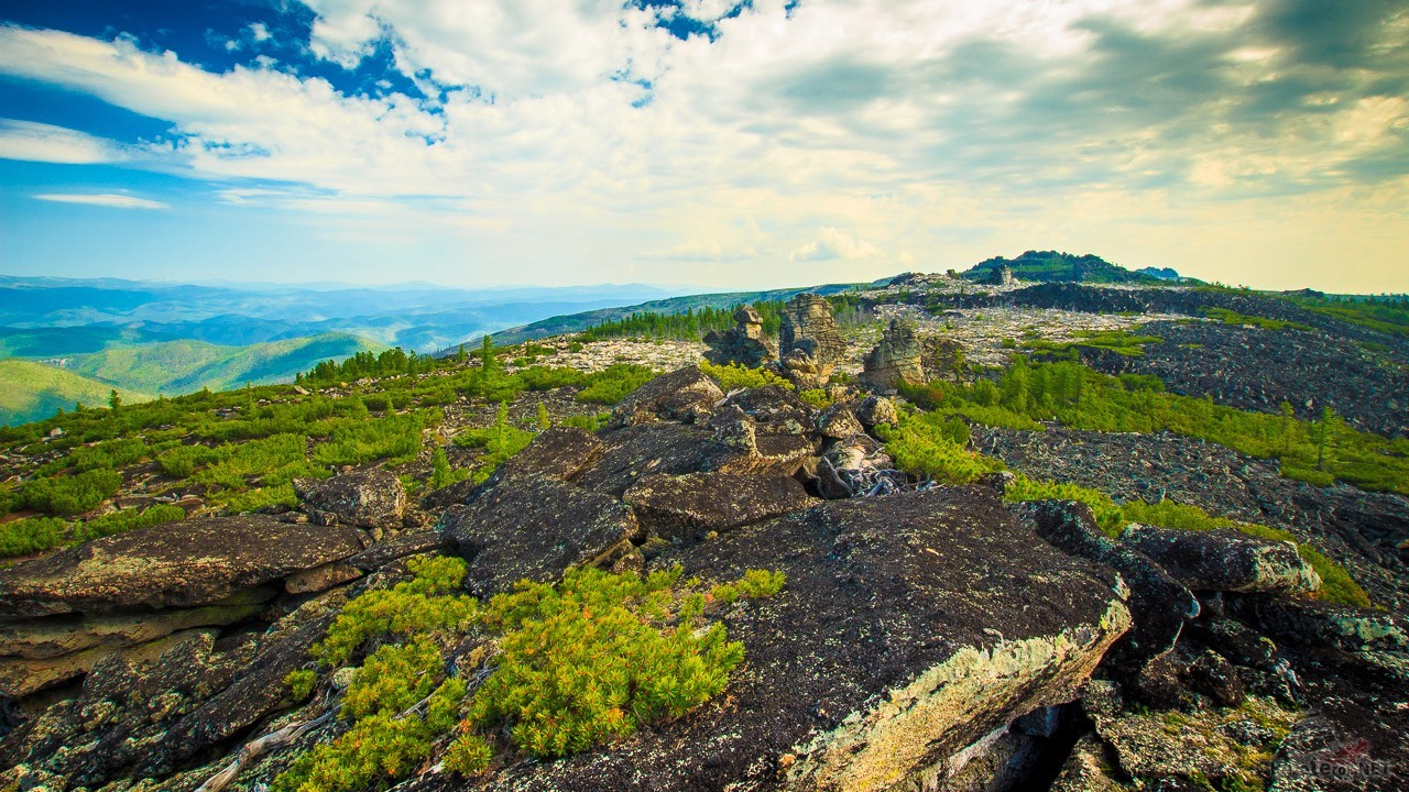 Панорама горного хребта