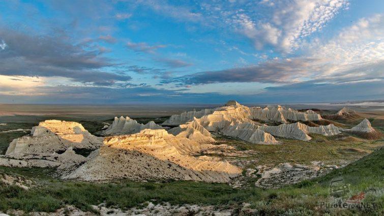 Панорама горной гряды Актолагай