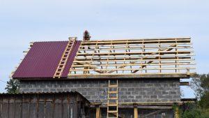 Покрытие крыши профлистом