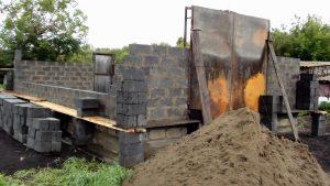 Процесс строительства стен гаража
