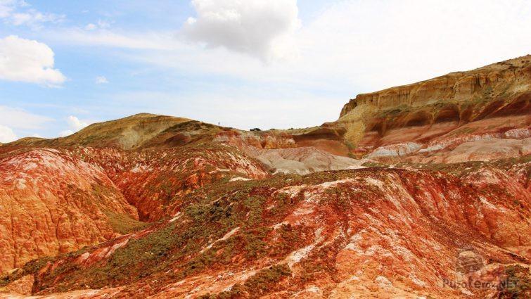 Пылающие сопки и скалы