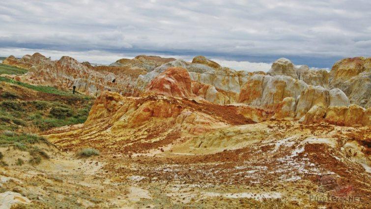 Разноцветные глинистые наносы