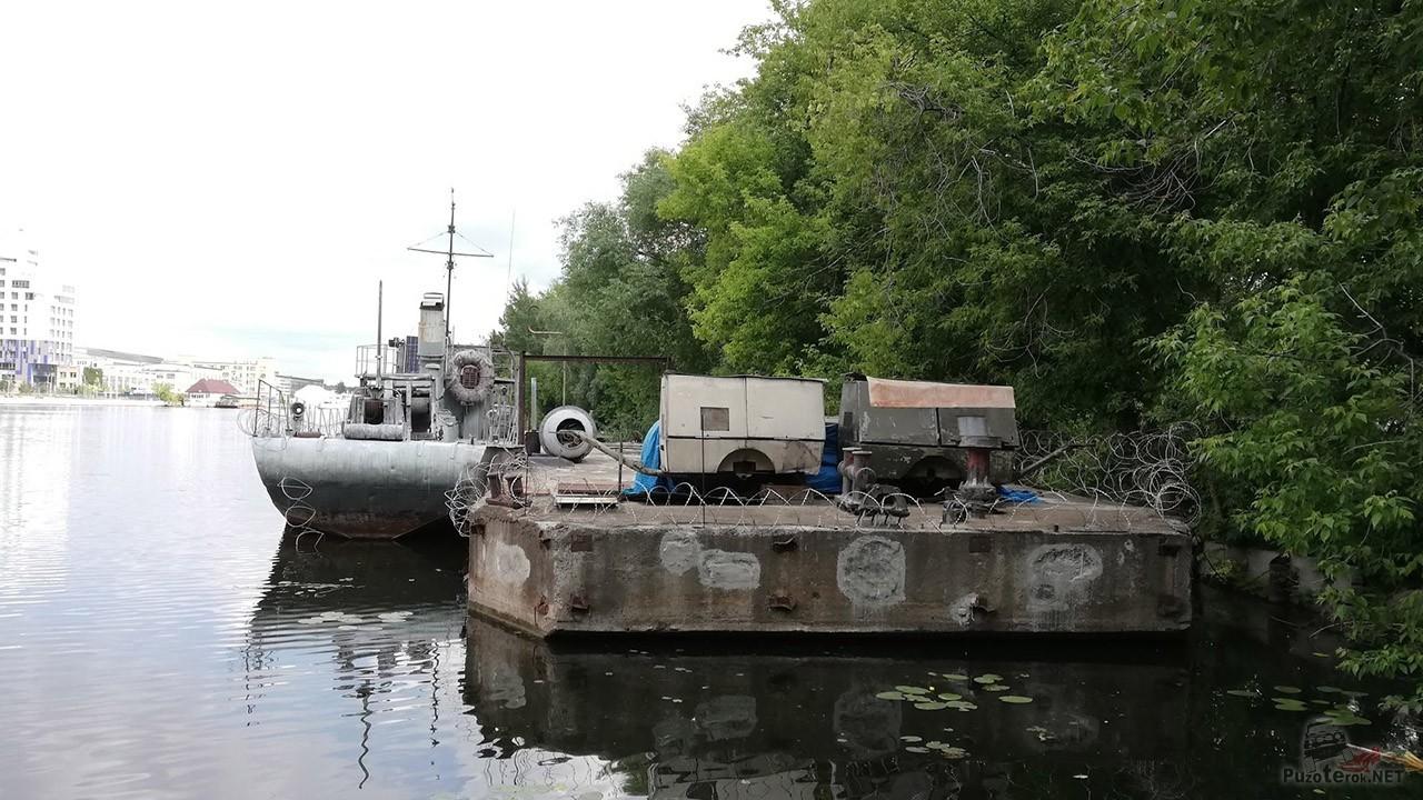 Рейдовый дебaркадер на кладбище кораблей