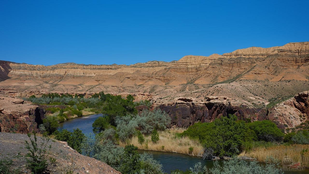 Река у подножья Красных Гор