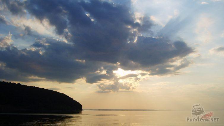 Силуэт горы на фоне заката