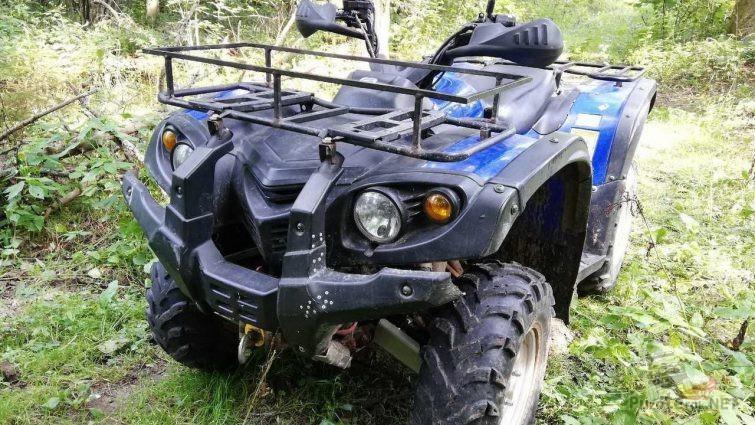 Синий Stels ATV 700h на бездорожье
