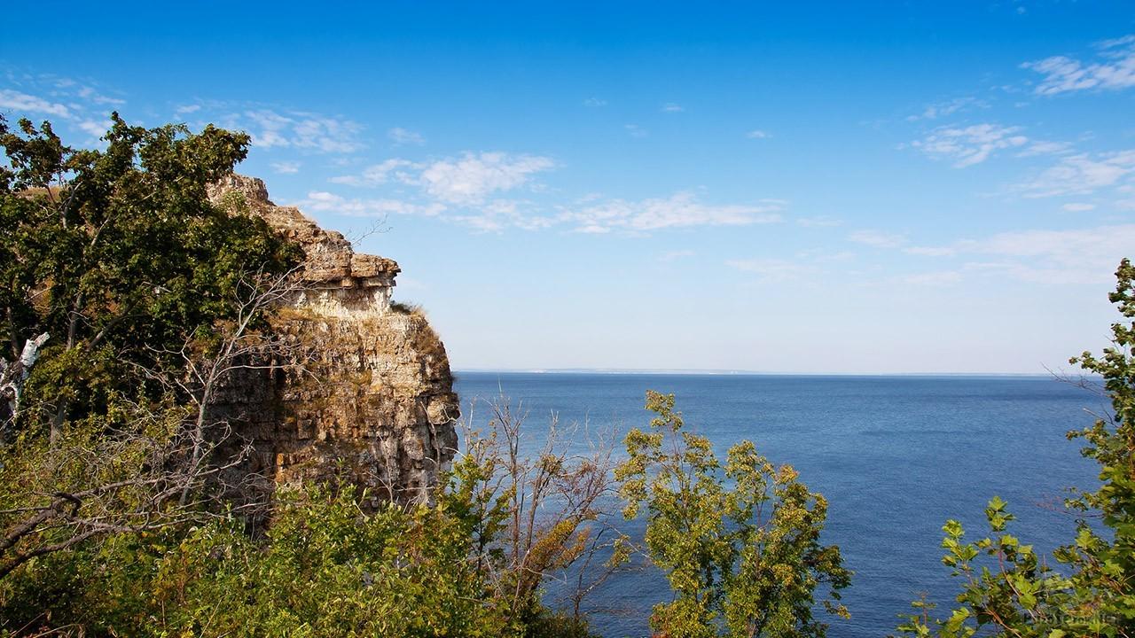Скала над Волгой в Самарском заповеднике