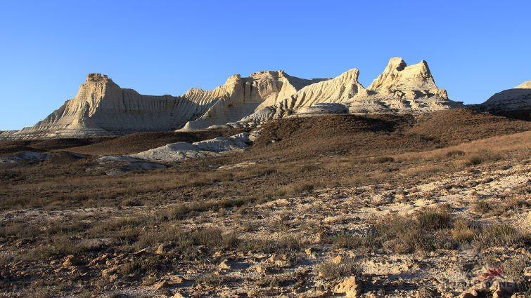 Скалы в степи Казахстана