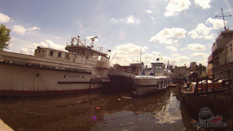 Списанные корабли на Кожуховском затоне