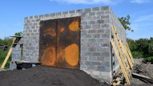 Стены гаража построены