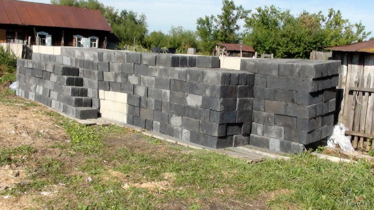Строительные шлако и бетоно-блоки