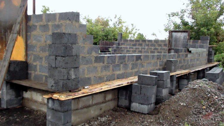 Строительство стен гаража из шлакоблока