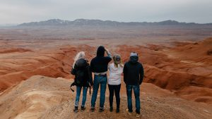 Туристки в казахских сопках