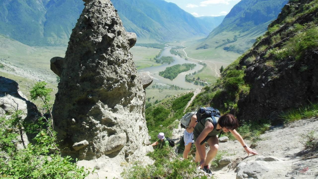 Туристы на горной тропе