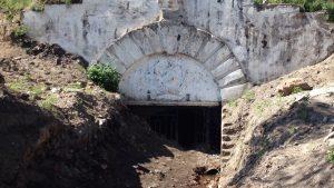 Вход в штрек закрытого месторождения меди и вольфрама