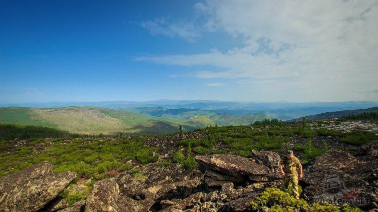 Вид на долину с вершины хребта