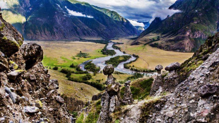 Вид от каменных грибов на долину реки Чулышман