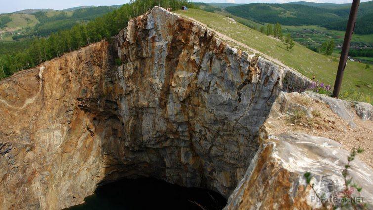 Вид с вершины скалы