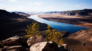 Вид со скалы на реку Селенгу