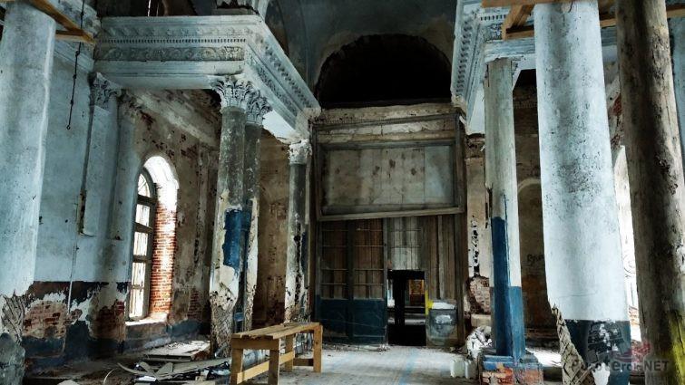 Внутреннее убранство некогда роскошного храма