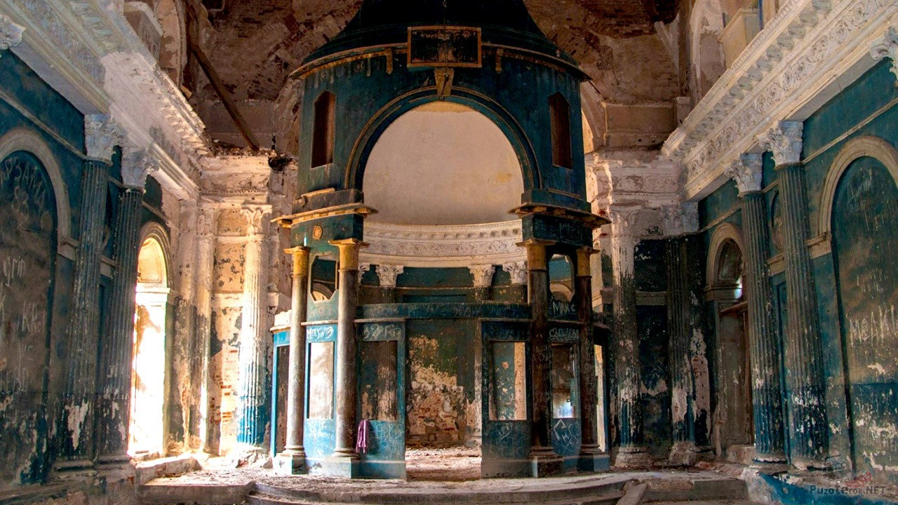 Внутри храма в Яропольце