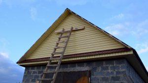 Высокая лестница для работ на высоте