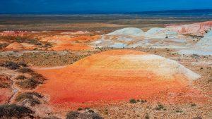 Ярко-оранжевые глинистые сопки