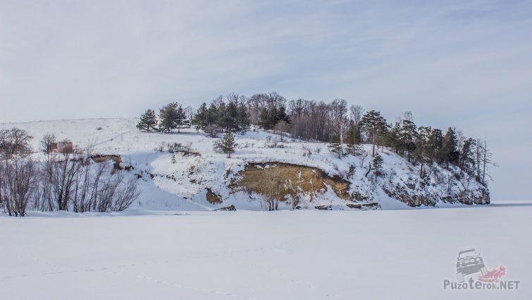 Занесённая снегом гора Лепёшка