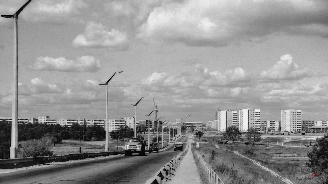 Архивное фото автотрассы через город, 1986 год