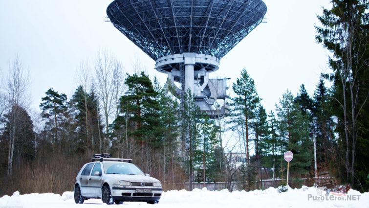 Авто в сугробах у радиообсерватории в Калязине