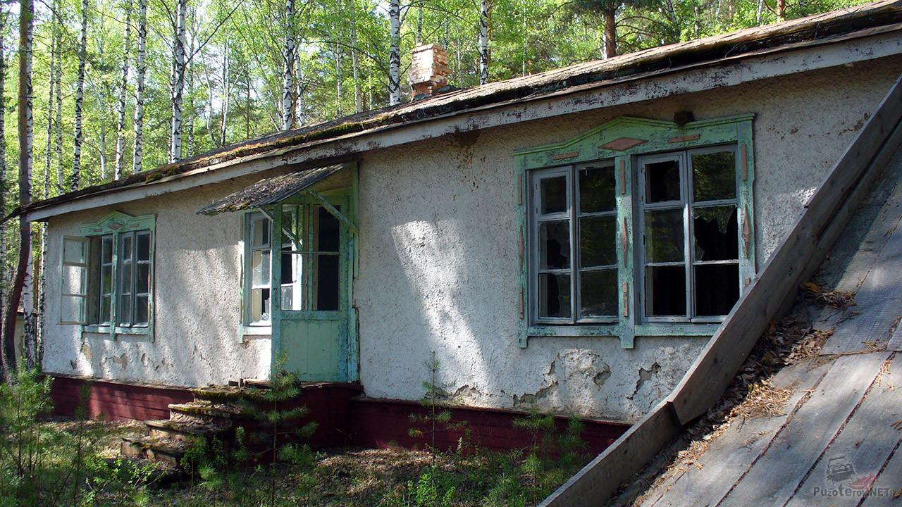 Белёные стены жилого корпуса