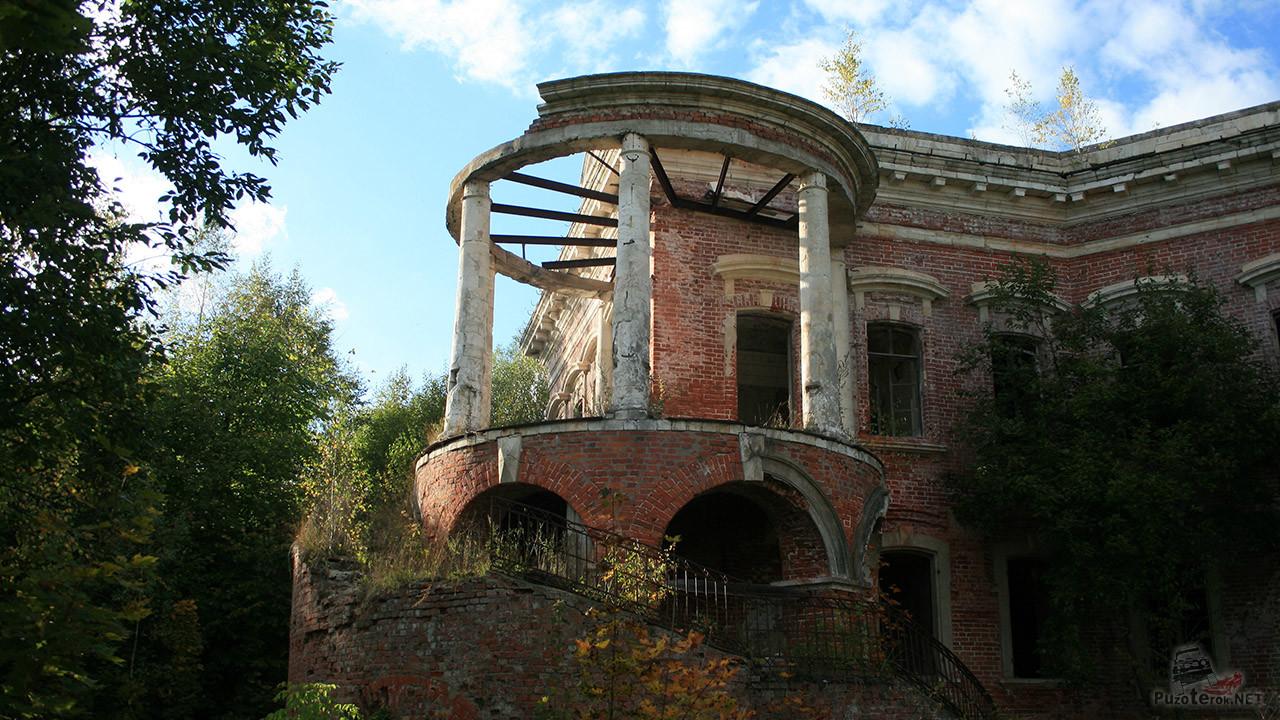 Лестница на балкон-ротонду