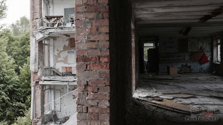Обрушившееся здание школы