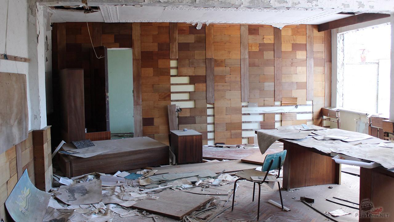 Разорённый административный корпус завода Юпитер