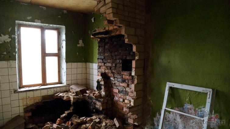 Разрушенная русская печь