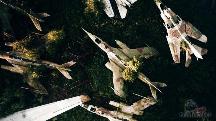 Вид сверху на кладбище истребителей