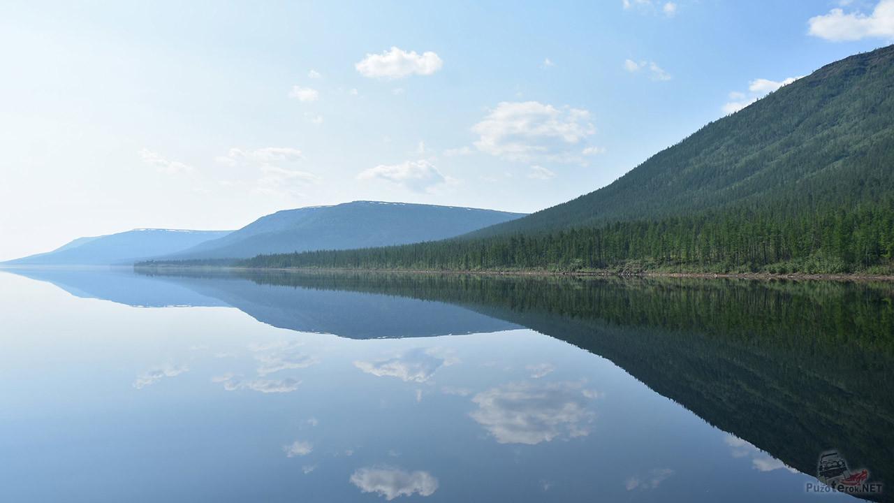 Зеркальная гладь озера Виви