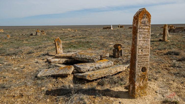 Колодцы на старинном мусульманском кладбище