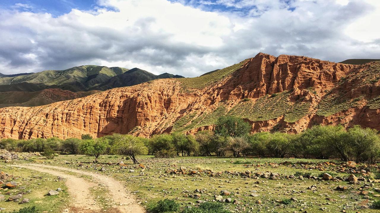 Красные скалы плато Ассы