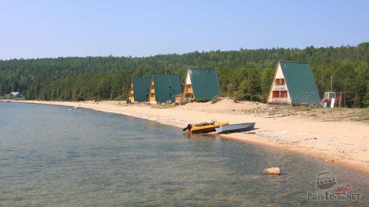 Лодки на пляже санатория Хакусы